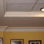 Vista detallada de combinación de techo insonorizado de pladur y techo desmontable